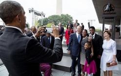 Video: Sốt với cảnh Obama chụp ảnh cho cựu tổng thống Bush