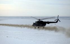 Xem trực thăng vũ trang Nga biểu diễn tuyệt kỹ bay sát mặt biển