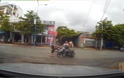 Phóng bạt mạng qua ngã tư, xe máy gây tai nạn kinh hoàng
