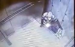 Camera ghi cảnh người đàn ông tử vong khi cố thoát khỏi thang máy