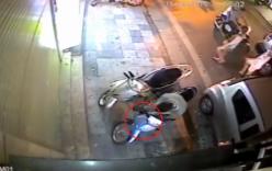 Video: Trộm xe máy trong 3 giây giữa phố Hà Nội