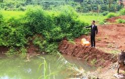 Vợ bàng hoàng phát hiện xác chồng và 2 con dưới ao nước