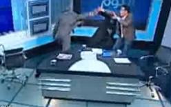 Thầy tế Hồi giáo bị đánh túi bụi bằng giày trên sóng truyền hình
