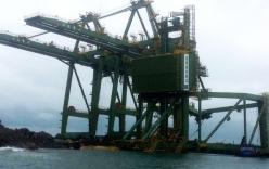 3 giàn cẩu nghìn tấn của Formosa dạt vào biển Quảng Bình