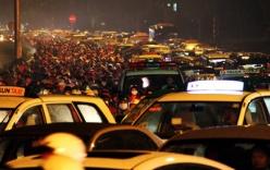 Sài Gòn ùn tắc: Người dân vùng vẫy trong mưa, nửa đêm mới về đến nhà