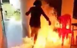 Nữ sinh lớp 8 châm lửa đốt trường nói bị bạn ép