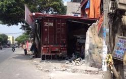 Video: Xe container mất lái đâm xuyên 4 nhà dân
