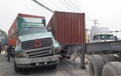 Tin tai nạn giao thông mới nhất ngày 14/10: 3 bà cháu bị xe tông phải nhập viện