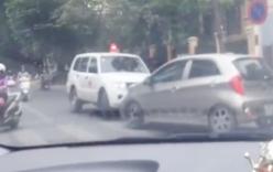 Tài xế ô tô chặn đầu quyết không nhường xe cứu thương ở Hà Nội