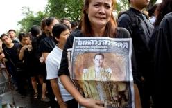 Người dân Thái Lan xếp hàng dài chờ viếng Quốc vương Bhumibol