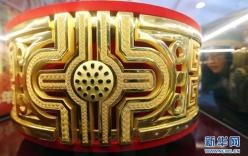Cận cảnh nhẫn vàng lớn nhất thế giới 100 tỉ đồng, nặng 82kg