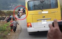 Xôn xao clip khách ngồi ôtô ném đồ ăn cho trẻ vùng cao