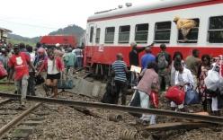 Tàu trật bánh khỏi đường ray, 650 người thương vong