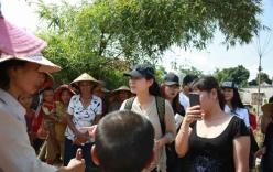 Thu Minh đến Quảng Bình ủng hộ bà con sau trận lũ lụt