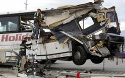 Xe bus đâm xe tải, 13 người thiệt mạng tại Mỹ