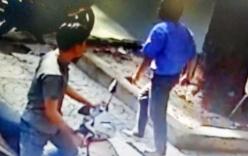 Tài xế xe buýt rút dao đâm người đi xe máy giữa Sài Gòn