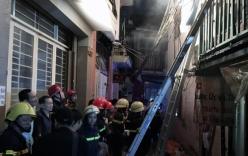Video: Cháy trùm căn nhà ở phố Tây Sài Gòn, du khách hoảng loạn bỏ chạy