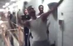 Video: Kinh hoàng 200 tù nhân cầm dao, dùi cui làm loạn trong tù