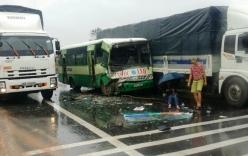 Xe buýt tông xe khách, phụ xe văng xuống đường, hàng chục người kêu cứu