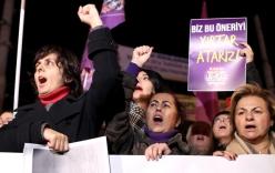 Miễn tội cho kẻ hiếp dâm cưới nạn nhân gây tranh cãi ở Thổ Nhĩ Kỳ