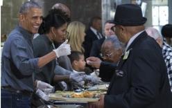 Video: Obama đích thân phục vụ đồ ăn cho các cựu binh