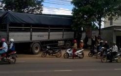 Xe tải không người lái gây tai nạn, hàng chục người tháo chạy