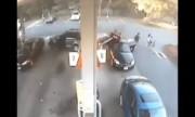 Cụ bà lùi xe húc đổ cây xăng, 2 ôtô bốc cháy