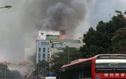 Cháy lớn siêu thị điện máy gần chợ Xuân Mai, Hà Nội