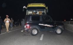 Xe khách ủi xe con hàng chục mét trên Quốc lộ 1A