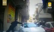 Video: Tài xế nhấn ga đâm thẳng vào CSGT