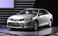Toyota Camry 2016 bất ngờ giảm giá