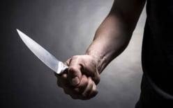 Nam thanh niên nghi ngáo đá, giật dao tự sát giữa chợ