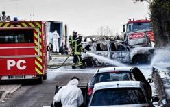 Pháp: Chặn cướp 70 kg vàng rồi đốt xe