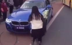Ôm hoa quỳ trước siêu xe tỏ tình, cô gái bị cự tuyệt phũ phàng