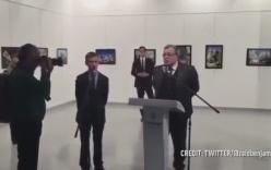 Video: Khoảnh khắc kẻ ám sát lén lút ra tay sau lưng đại sứ Nga