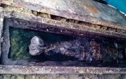 Đào ao nuôi cá, phát hiện quan tài chứa thi thể nữ giới còn nguyên vẹn