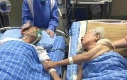 Khoảnh khắc cụ ông 92 tuổi muốn nắm tay vợ lần cuối gây xúc động