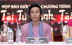 Hoài Linh diện áo bà ba, khăn rằn dự họp báo khi vừa xuất viện
