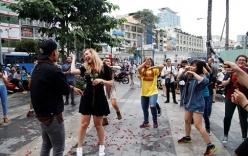 Video: Màn cầu hôn của chàng trai Việt với bạn gái Tây hơn 7 tuổi ở Sài Gòn