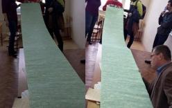 Sinh viên sử dụng phao thi dài 3,6 mét