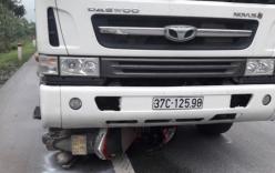 Tin TNGT mới nhất ngày 19/1: Xe máy lao vào ô tô, 3 thanh niên nguy kịch