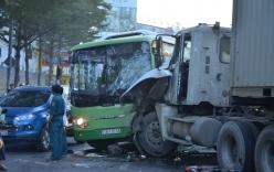 Xe ô tô buýt nát đầu, hơn 10 người bị thương