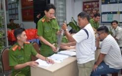 Hàng chục người mang mã tấu, dao kiếm đến công an phường