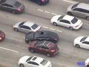 Xe Mercedes điên cuồng đâm xe khác khi chạy trốn cảnh sát ở Mỹ