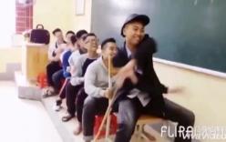 Màn lái tàu hài hước của teen Nghệ An hút 5 triệu lượt xem