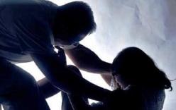 Nam thanh niên siết cổ cô gái trẻ, cướp xe giữa phố
