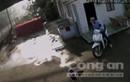 Video: 4 người dùng xà beng mở khóa,