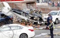 Máy bay lao xuống khu dân cư vỡ nát