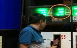 Nhân viên bán xăng bị mắng vì chưa bơm đồng hồ đã nhảy tiền