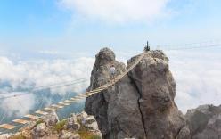 Đứng tim với những cây cầu cheo leo nguy hiểm nhất thế giới